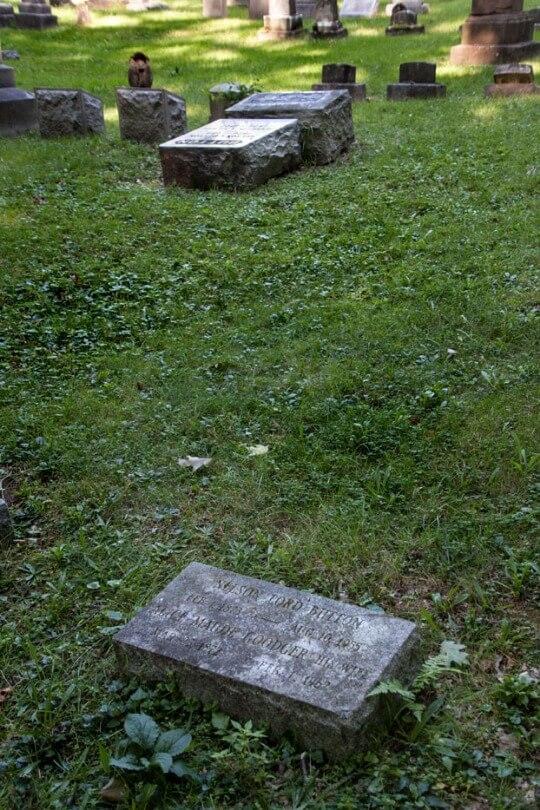 button grave